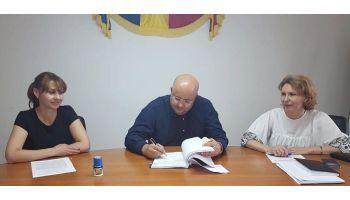 f_350_200_16777215_00_images_afiseelectoralevalcea_radulescu-semnare-contract