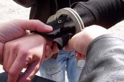 hoti arestati