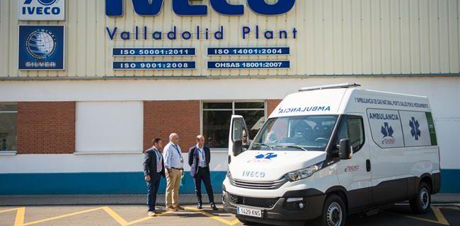 01/10/2018 Vehículo Iveco Daily Blue Power NP acondicionado como ambulancia.  Iveco ha entregado a la empresa de transportes de emergencia Grupo Tenorio la primera unidad de su modelo Daily Blue Power NP, propulsado por gas natural comprimido (GNC), lo que la convierte en la primera ambulancia impulsada por este tipo de combustible en Europa.  POLITICA ECONOMIA ESPAÑA EUROPA IVECO